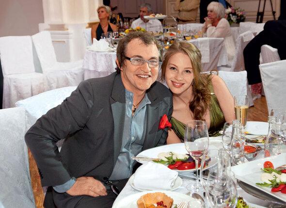 Дмитрий Дибров познакомился с будущей женой Полиной Наградовой на конкурсе красоты. 2011 г.