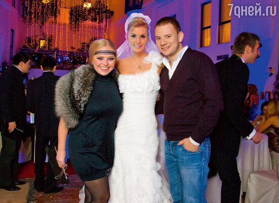 Невеста с друзьями Еленой Кукарской и DJ Smash