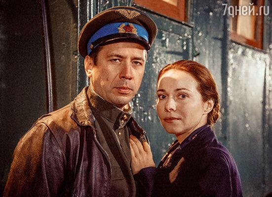 Герой Андрея Мерзликина былуверен, что его жена, которую сыграла Гусева, погибла во время войны