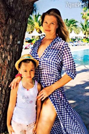 Кристина Бабушкина с дочкой Устиньей