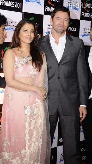 Айшвария Рай в наряде от индийского дизайнера Manish Malhotra с Хью Джекманом на индийской премии FICCI awards в 2011 году