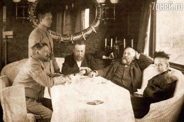 Мамонтов с другом художником Константином Коровиным в собственном салон-вагоне