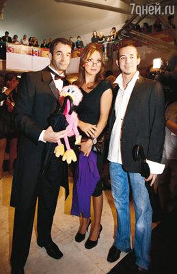 Дмитрий Певцов с супругой Ольгой Дроздовой и сыном Данилой