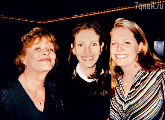 Сестры Джулия и Нэнси с матерью Бетти. 1997 г.