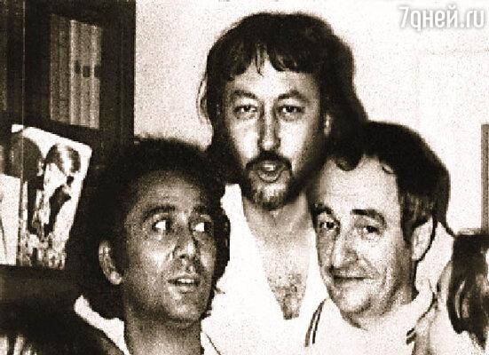 Я с Батыром Закировым и Мариком Захаровым. Вместе с ними и Шурой Ширвиндтом мы создавали первый ташкентский мюзик-холл
