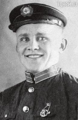 Михаил Никитович Вовк погиб во время войны, когда Ангелине было два года. 1941 г.