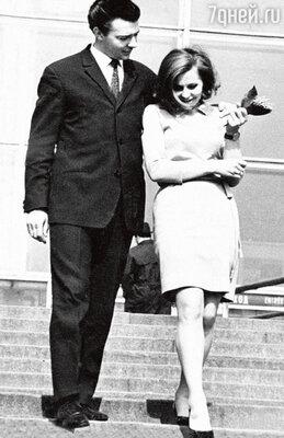 С первым мужем — диктором ЦТ Геннадием Чертовым. 1971 г.
