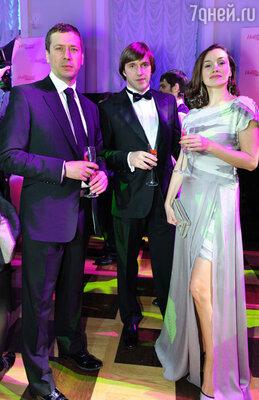 Андрей Мерзликин и Владимир Вдовиченков с женой