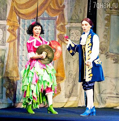 Нелли Уварова и Татьяна Матюхова в спектакле  «Жених с того света»