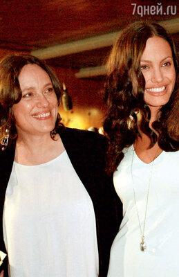 Со своей матерью Маршелин. 2001 год
