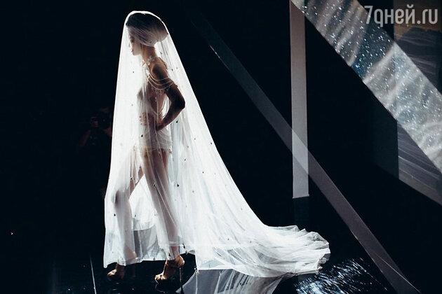 Модели показа Mercedes-Benz Fashion Week