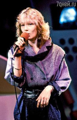 Так выглядела певица в1985году. На записи встудии радиопрограммы. Париж
