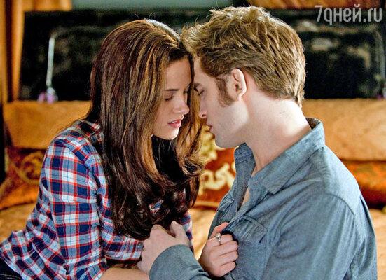 Лучшим поцелуем года, по мнению зрителей телеканала MTV, стала сцена поцелуя Кристен Стюарт и Роберта Паттинсона в фильме «Сумерки. Новолуние»