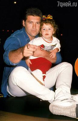 Майли с отцом, популярным кантри-певцом Билли Реем Сайрусом