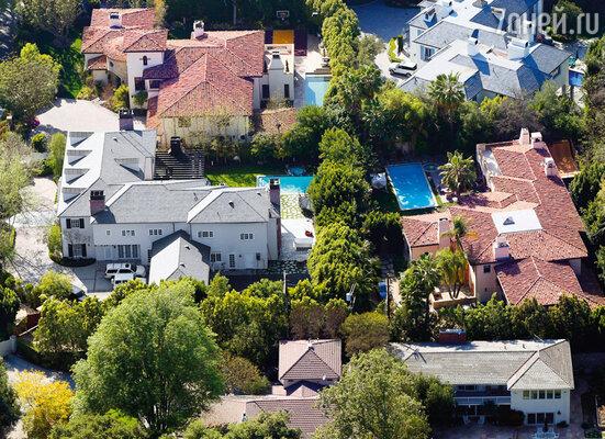 В Лос-Анджелесе Майли построила дом рядом с домом родителей и терроризировала соседей шумными вечеринками
