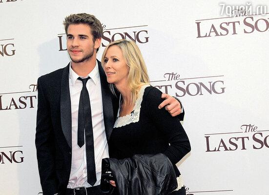 Лучшим другом Лиама Хемсворта всегда была мама, гордившаяся успехами любимого сына