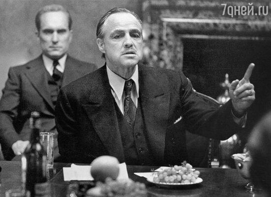 Решив, что все новое – это хорошо забытое старое, студии стали восстанавливать классическое жанровое кино. Фрэнсис Форд Коппола выпустил «Крестного отца» — классический «гангстерский» фильм, не терявший своей популярности. (Марлон Брандо в фильме «Крестный отец»)