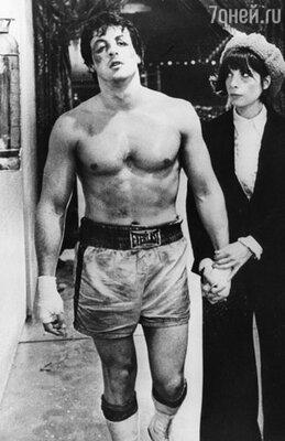 70—80-е были временем «героев вопреки», временем талантливых и напористых новичков. Сильвестр Сталлоне за три дня написал сценарий «Рокки» —  истории боксера, который идет на бой, даже когда никто вокруг больше в него не верит. (Кадр из фильма «Рокки»)