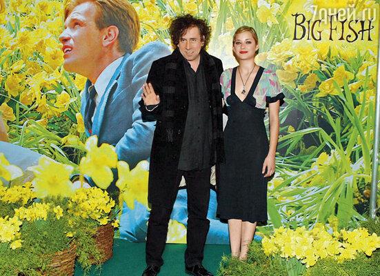 Тим Бертон понял главное: Марион — чудесная актриса. Но в его новом фильме ей предназначалось всего несколько крошечных сцен. Тим Бертон и Марион Котийяр на премьере «Крупной рыбы»