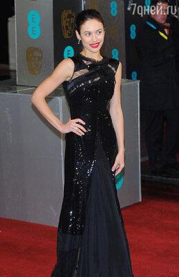Ольги Куриленко в платье «Nina Ricci», туфли «Manolo Blahnik», драгоценности «De Beers»