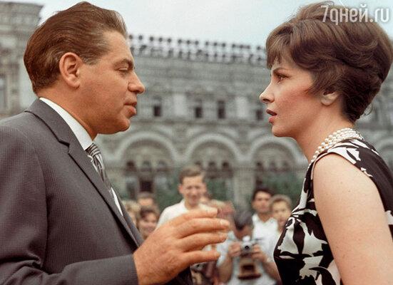 Аркадий Райкин и  Джина Лоллобриджида наIIМеждународном кинофестивале вМоскве. 1961 г.