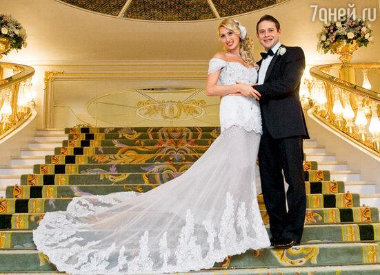«Московскую» свадьбу отмечали с размахом. В числе четырехсот гостей — известные политики, артисты, спортсмены