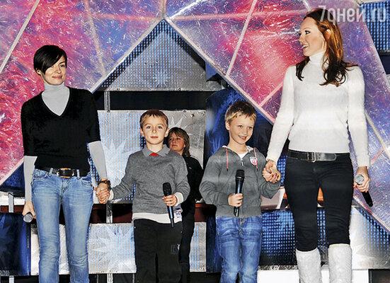 Альбина и я с нашими сыновьями на детской «Новой волне»