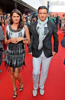 Марат Башаров с Анной Сазоновой на церемонии закрытия 34-го Московского кинофестиваля. 2012 год