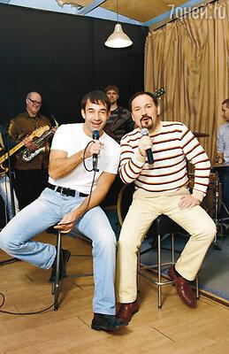 Дмитрий и группа «КарТуш» (рядом с актером — худрук группы Андрей Вертузаев)