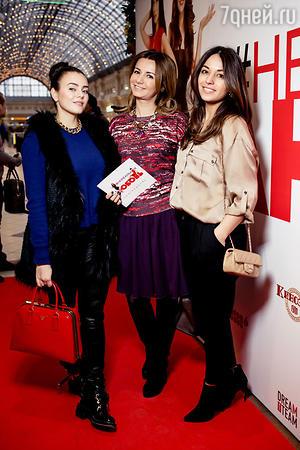 Вика Крутая, Виктория Сощенко и Яна Валенсия на премьере фильма «Нереальная любовь»