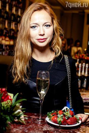 Елена Захарова на премьере фильма «Нереальная любовь»