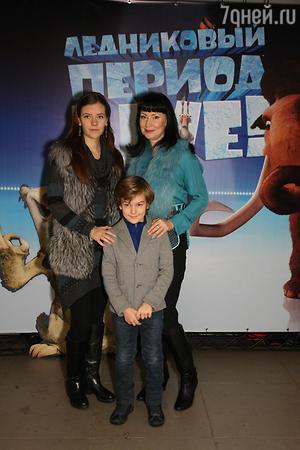 Нонна Гришаева с детьми