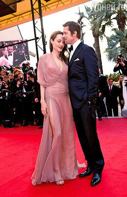 Несмотря на слухи о разрыве, Анджелина Джоли и Брэд Питт по-прежнему «сладкая парочка Голливуда»