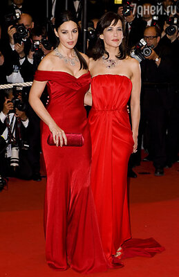 Моника Беллуччи и Софи Марсо сыграли в психологической драме «Не оглядывайся» одну и ту же героиню, и поэтому сравнение внешних и актерских данных было просто неизбежно