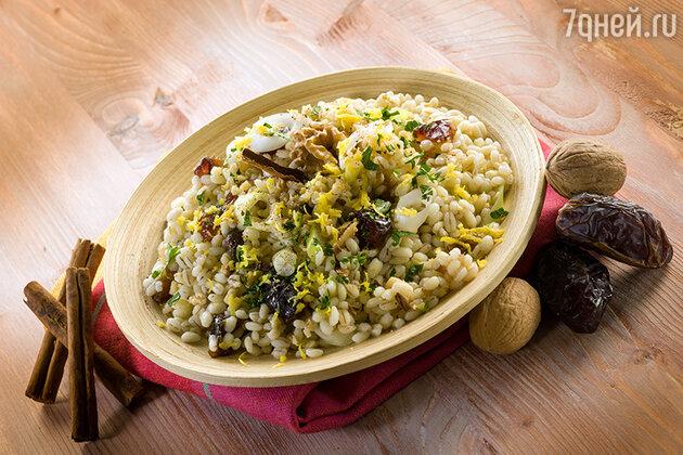 Рис с индейкой и финиками