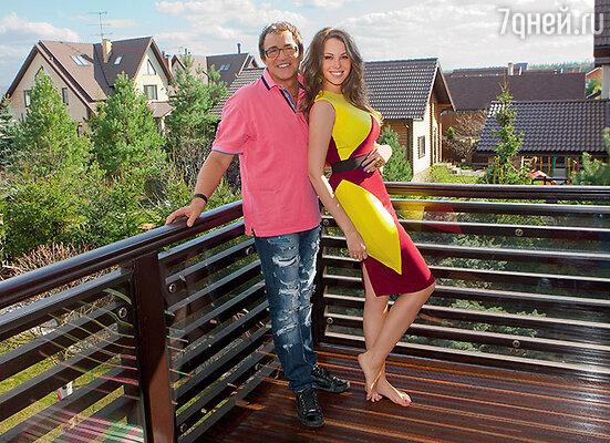 Дмитрий Дибров женой Полиной в своем доме, который носит имя хозяйки —  «Villa Paulina»