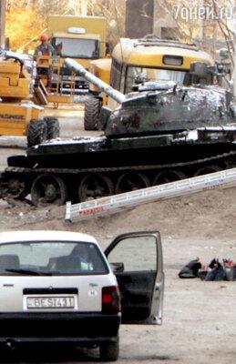 Танк «Т-54» готовят к отправке в Лос-Анджелес