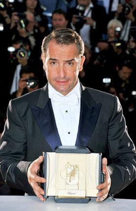 Премия за лучшую мужскую роль присуждена французскому актеру Жану Дюжердену