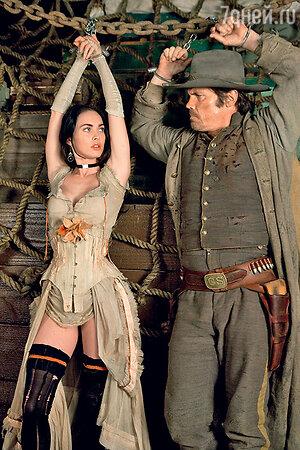 Меган Фокс с Джошем Бролином в фильме «Джона Хекс». 2010 г.