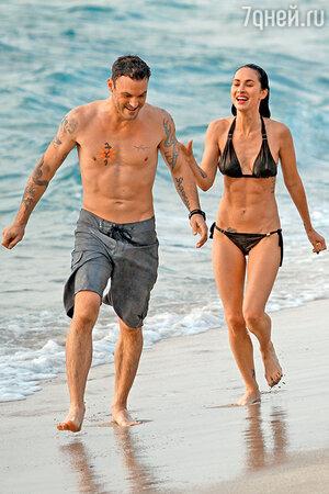 Меган Фокс с мужем в отпуске на Гавайях. 2010 г.