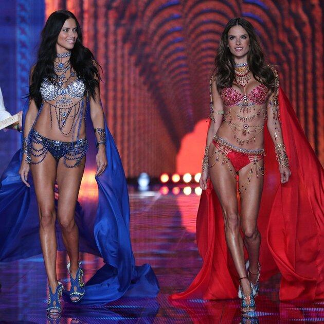 Адриана Лима и Алессандра Амбросио на показе Victoria's Secret 2014
