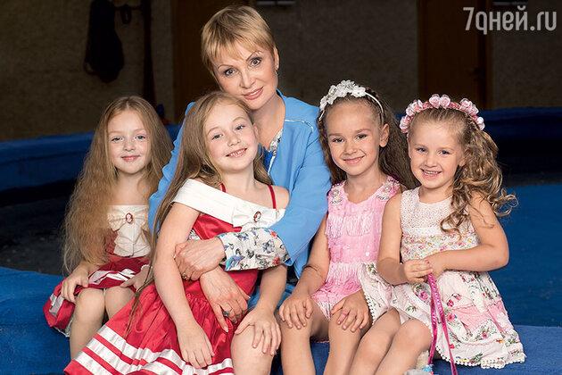 Татьяна Запашная внучками: Эльзой, Евой, Стефанией и Глорией