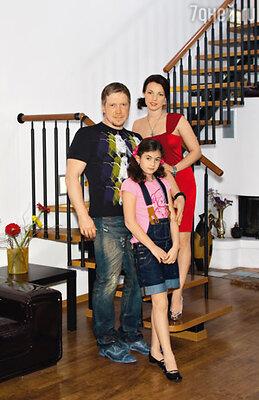 С женой актрисой