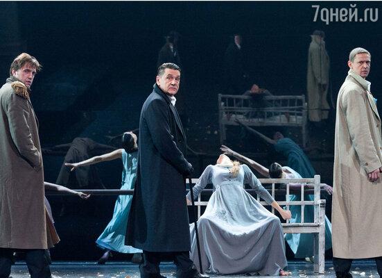 В результате получилось необычное красивое произведение, особый вахтанговский «Евгений Онегин», совсем не тот, что в школьной программе