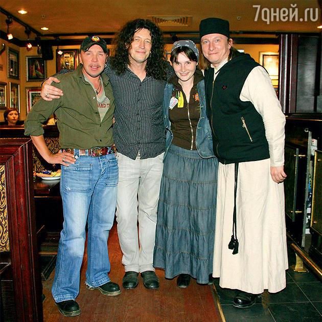 Иван Охлобыстин с Сергеем Галаниным с Гариком Сукачевым и женой Оксаной