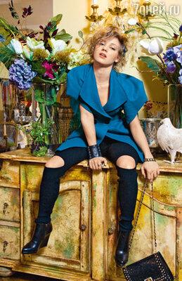 В отличие от своей героини, скромной Вари Черноус, Кристина в выборе нарядов очень смела. В ее гардеробе есть все: от «драных» рейтуз...