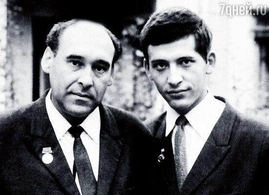 Мы с папой — Юрием Максимовичем, он был блестящим артистом, конферансье