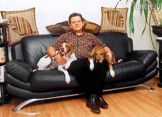 Борис Грачевский со своими любимыми собаками — Шейлой (справа) и Бони