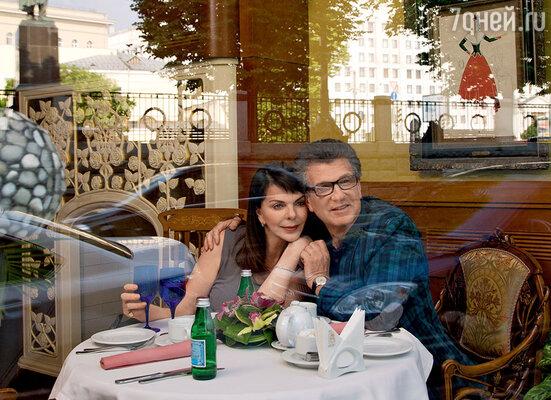 «На нашем первом свидании япочему-то подумала, что в этот ресторан Игорь водит своих женщин. Решила: пусть меня накормит, и больше мы не увидимся»