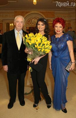 Наташа Королева с мамой Людмилой Порывай и отчимом